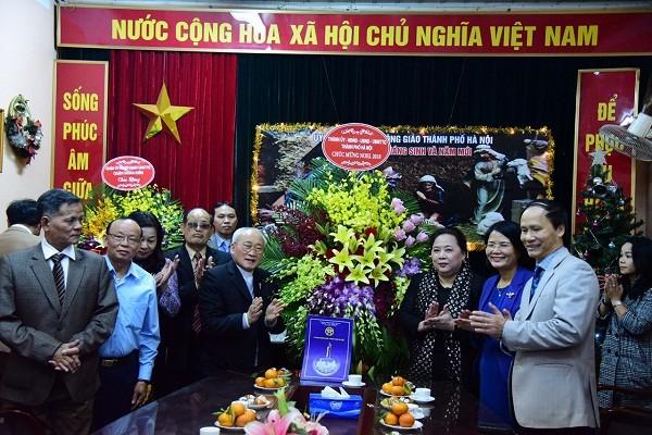 Chủ tịch HĐND TP Nguyễn Thị Bích Ngọc chúc mừng Giáng sinh Ủy ban Đoàn kết Công giáo Việt Nam thành phố