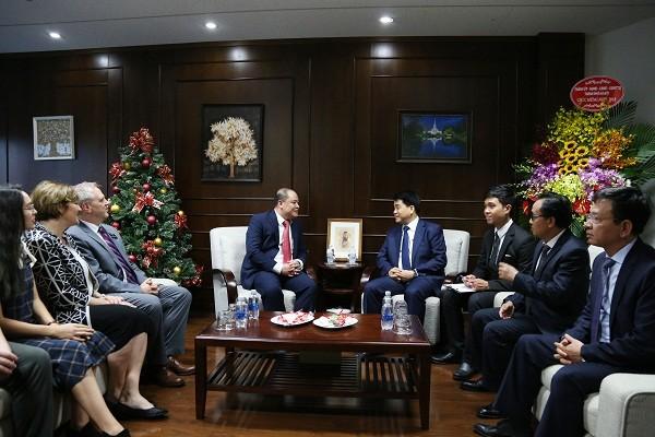 Chủ tịch UBND TP Nguyễn Đức Chung đến thăm và chúc mừng Ban đại diện Giáo hội các Thánh hữu Ngày sau của Chúa Giê su Ki tô Việt Nam