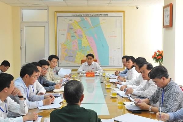 Chủ tịch UBND TP Hà Nội Nguyễn Đức Chung và các đại biểu HĐND TP thuộc Tổ bầu cử số 2 – quận Hoàn Kiếm đã có buổi tiếp công dân định kỳ chiều 21-3