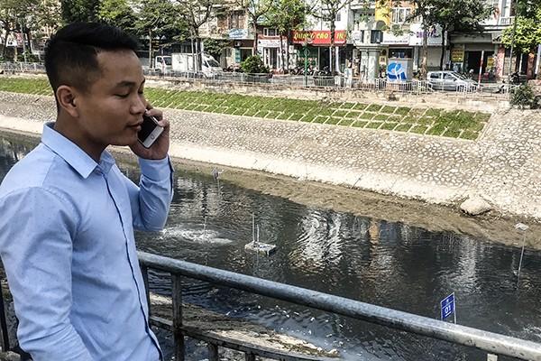 Nhân viên Công ty CP Cải thiện môi trường Nhật Việt ứng trực 24/24 vận hành các máy sục nano