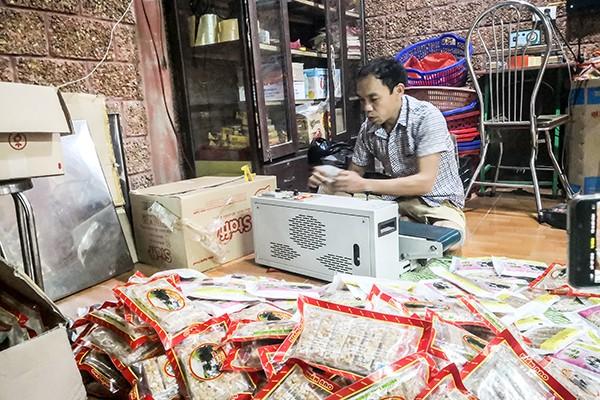 Sản xuất kẹo lạc, kẹo dồi tại doanh nghiệp Hiền Bao, Đường Lâm
