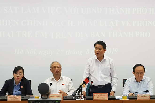 Chủ tịch UBND TP Nguyễn Đức Chung trả lời các vấn đề đoàn giám sát quan tâm