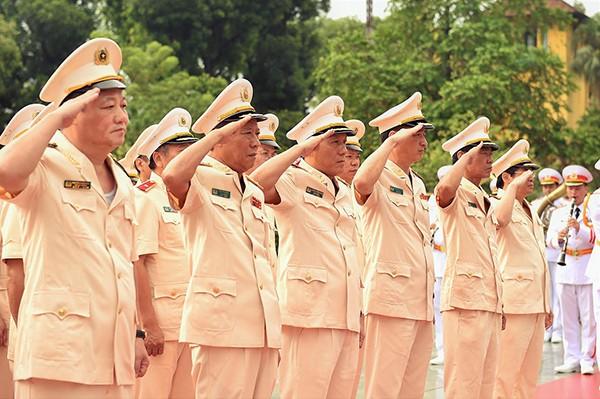 Đoàn đại biểu Đảng ủy Công an Trung ương dâng hương tưởng nhớ các anh hùng liệt sỹ