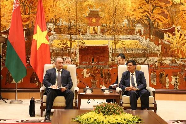 Phó Chủ tịch UBND TP Hà Nội Nguyễn Quốc Hùng đón tiếp tiếp ngài Igor Lyashenko, Phó Thủ tướng Belarus