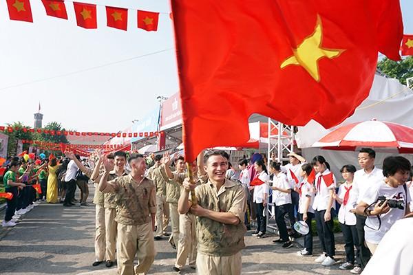 Tái hiện hình ảnh đoàn quân trở về tiếp quản Thủ đô