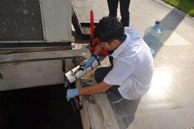 Mẫu nước Sông Đà tiếp tục được lấy mẫu, xét nghiệm, thông tin kết quả liên tục đến người dân