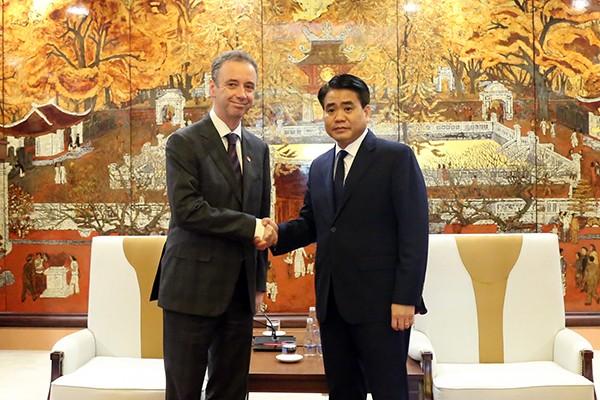 Chủ tịch UBND TP Hà Nội Nguyễn Đức Chung trân trọng đón tiếp ngài John McCullagh, Đại sứ Ireland tại Việt Nam
