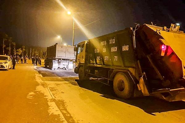 Người dân không cho xe chở rác vào khu xử lý Nam Sơn đêm 23-12