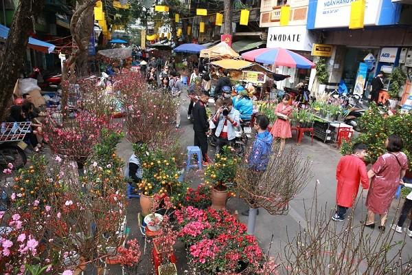 Đi chợ hoa Xuân là thói quen văn hóa của người Hà Nội
