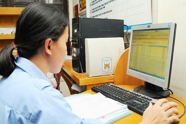 Kiểm tra số liệu hoàn thuế điện tử tại Cục Thuế Hà Nội.