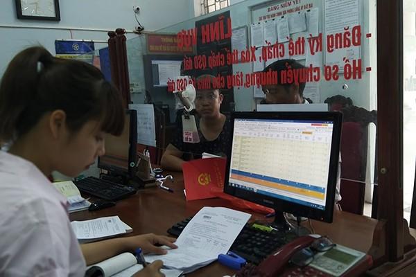 Tiếp dân ở bộ phận một cửa tại UBND huyện Ba Vì
