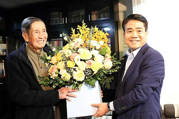 Chủ tịch UBND TP Hà Nội chúc Tết gia đình chính sách, văn nghệ sỹ tiêu biểu ảnh 3