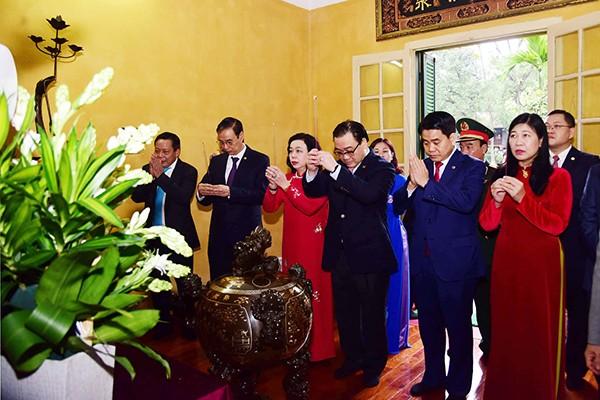 Các đồng chí lãnh đạo TP Hà Nội dâng hương tưởng nhớ Chủ tịch Hồ Chí Minh tại Khu di tích Chủ tịch Hồ Chí Minh