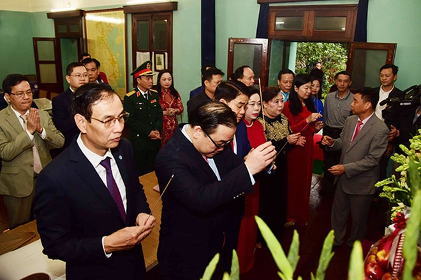 Lãnh đạo TP Hà Nội dâng hương tưởng niệm các vị liệt tổ, liệt tông và Chủ tịch Hồ Chí Minh