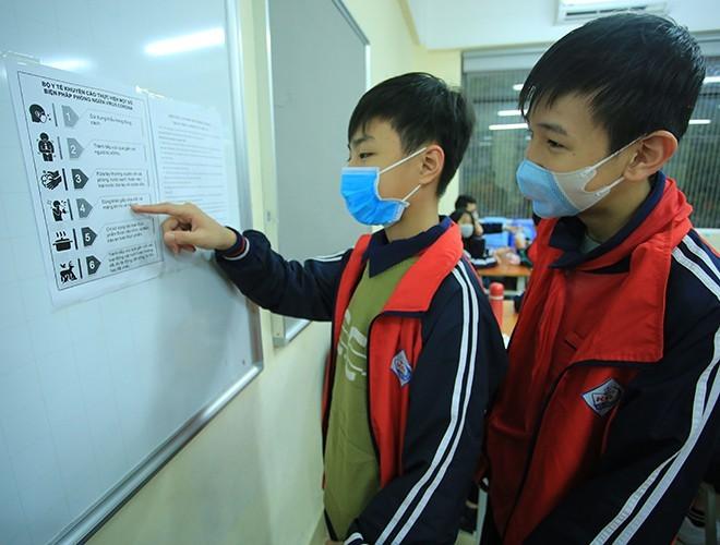 Các phương pháp phòng chống dịch được niêm yết tại các trường học ở Hà Nội