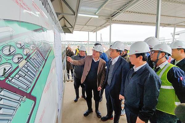 Chủ tịch UBND TP Nguyễn Đức Chung yêu cầu các nhà thầu bổ sung nhân lực, máy móc để đẩy nhanh tiến độ dự án