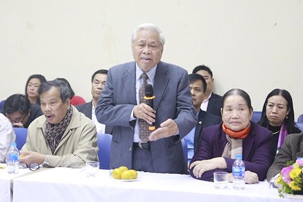 Nhà thơ Vũ Quần Phương phát biểu tại buổi gặp mặt