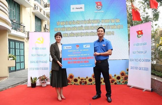 Công ty bảo hiểm Manulife, tặng 100.000 khẩu trang và 1000 lít dung dịch rửa tay sát khuẩn, đồng hành cùng tuổi trẻ Thủ đô phòng chống dịch bệnh COVID - 19