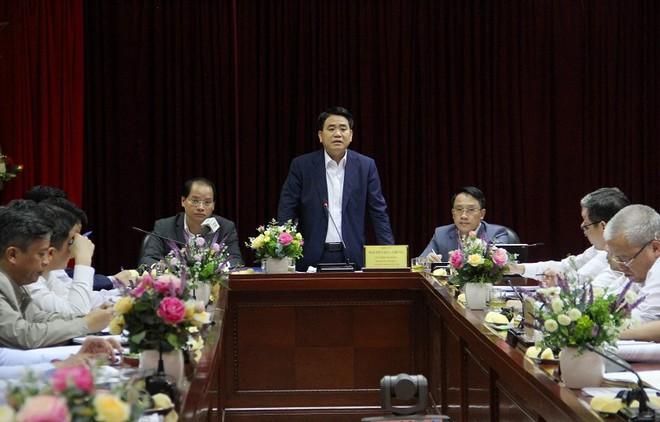 Chủ tịch UBND TP Nguyễn Đức Chung chỉ đạo tại cuộc họp
