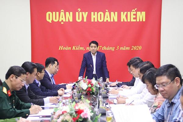 Chủ tịch UBND TP Nguyễn Đức Chung phát biểu tại buổi kiểm tra công tác chống dịch tại quận Hoàn Kiếm
