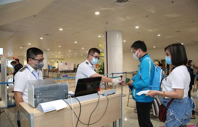 Hà Nội sẽ tiếp tục thực hiện nghiêm các biện pháp quản lý, kiểm soát phòng chống dịch ngay tại cửa khẩu sân bay quốc tế Nội Bài,
