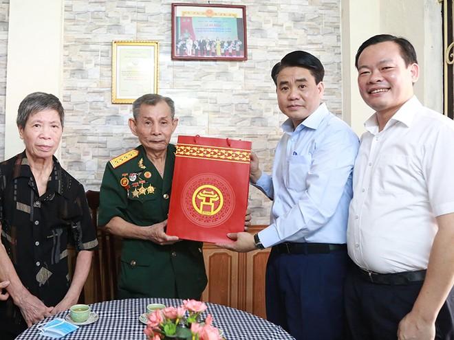 Chủ tịch UBND TP Nguyễn Đức Chung thăm hỏi, tri ân Anh hùng lực lượng vũ trang nhân dân, Đại tá Nguyễn Văn Hướng