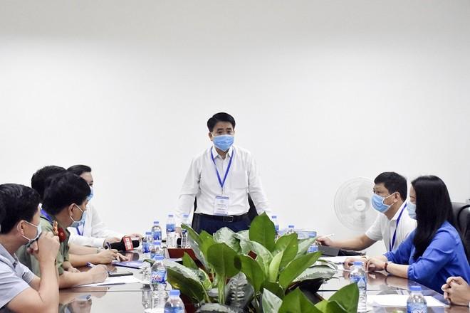 Chủ tịch Hà Nội kiểm tra công tác phòng dịch Covid-19, động viên thí sinh thi tốt nghiệp THPT ảnh 2