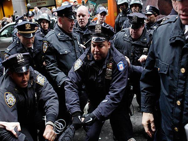 Cảnh sát New York trấn áp một cuộc biểu tình