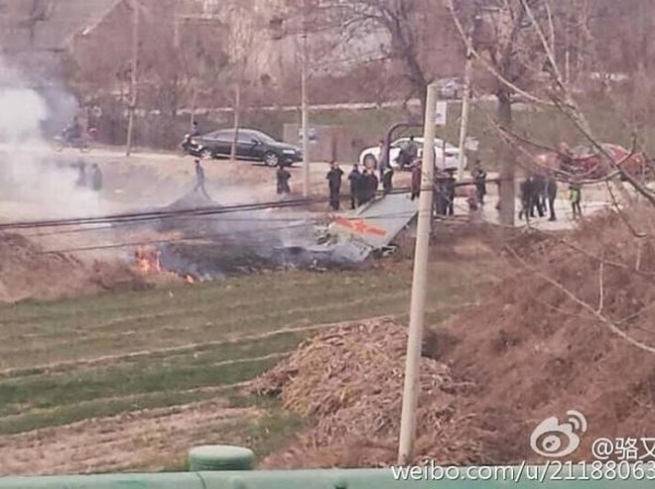 Mảnh vỡ máy bay JH-7 có mang biểu tượng của không quân Trung Quốc