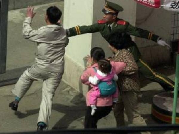 Một người Triều Tiên vượt biên sang Trung Quốc bị cảnh sát ngăn chặn