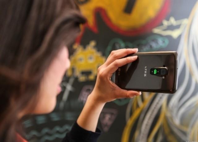 Chụp selfire dễ dàng hơn bằng đèn thông báo màu xanh