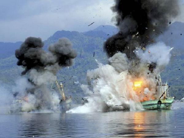 Tàu cá nước ngoài bị chính quyền Indonesia đánh chìm