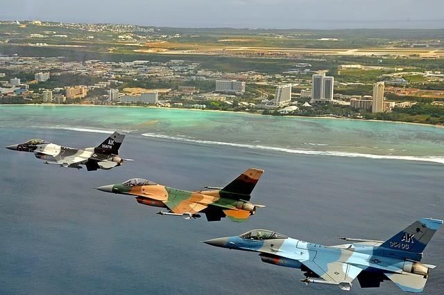 """Mỹ đã phải sử dụng các chương trình huấn luyện đặc biệt để khắc chế MiG-21 của Việt Nam (Ảnh: Máy bay Mỹ ngụy trang thành máy bay Nga làm """"quân xanh"""" trong huấn luyện)"""