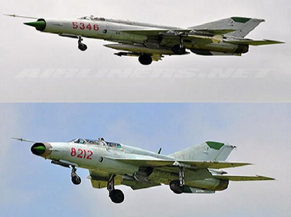 Phiên bản MiG-21bis (trên) và biến thể huấn luyện hai chỗ ngồi MiG-21UM