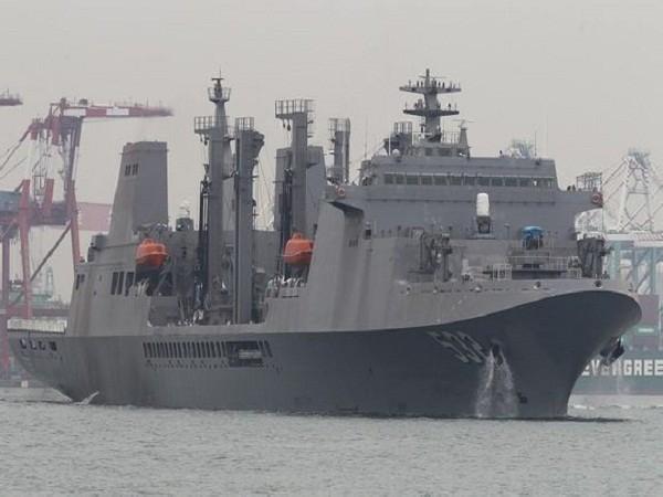 """Tàu tiếp tế tổng hợp """"Bàn Thạch"""" 532 của Đài Loan"""