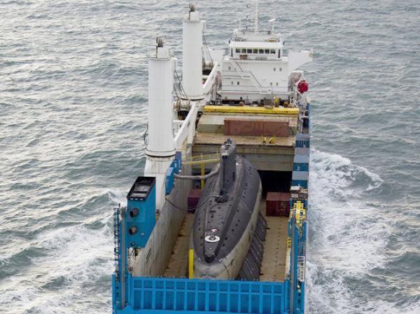 Tàu vận tải Rolldock Star chở theo tàu ngầm TP Hồ Chí Minh