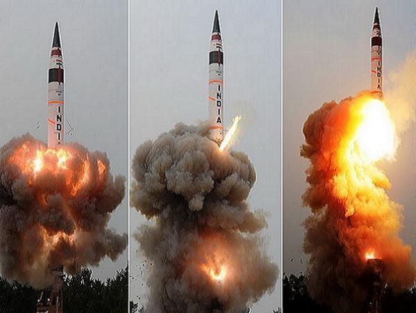 Tên lửa đạn đạo đất đối đất Igni-V của Ấn Độ được phóng thử