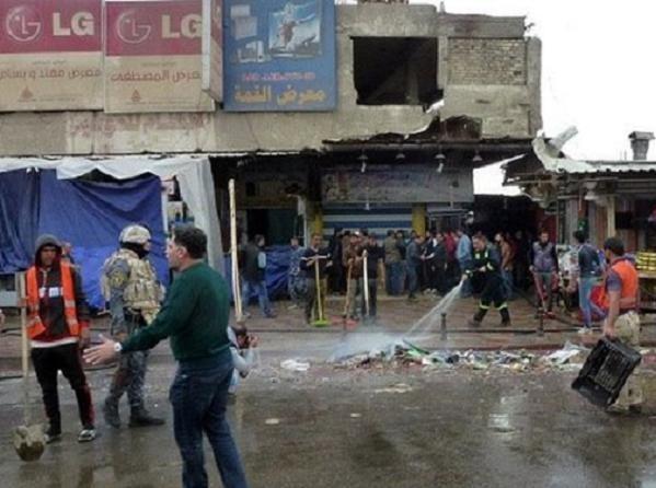 Hiện trường vụ đánh bom liều chết tại một nhà hàng ở Baghadad hôm 7-2