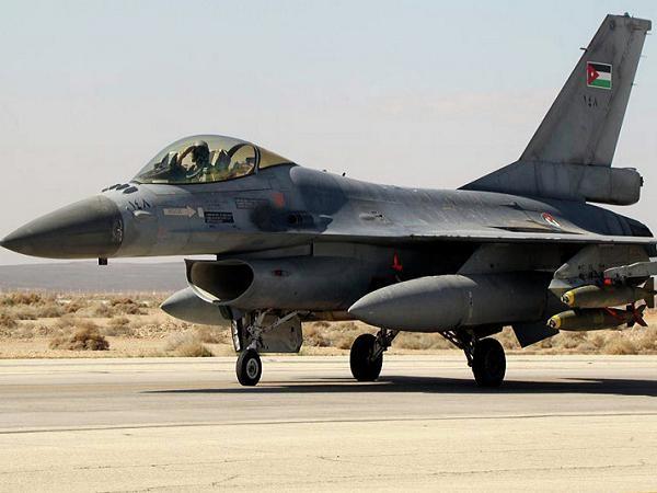 Máy bay chiến đấu F-16 của Jordan chuẩn bị cất cánh tấn công IS