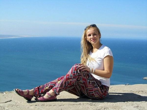 Cô Sviridenko vừa qua đời do bị sốc điện vì sạc iPhone trong nhà tắm