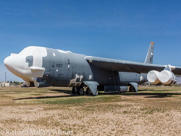 """Mỹ đưa siêu pháo đài bay B-52H từ """"nghĩa địa"""" trở lại hoạt động ảnh 1"""