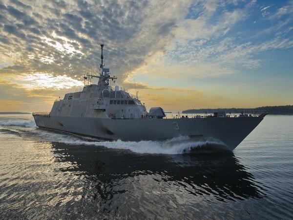 Tàu tuần duyên USS Fort Worth hoạt động tại biển Java