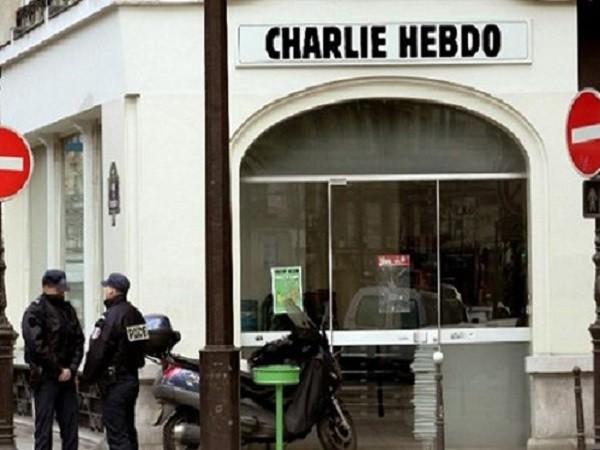 Cảnh sát Pháp bảo vệ trụ sở tòa soạn báo