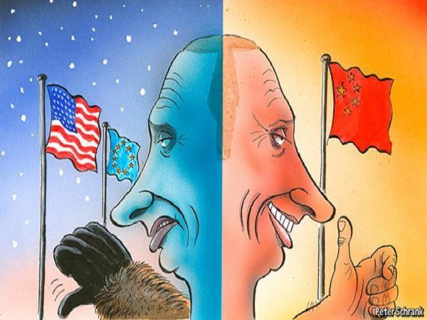 """""""Gấu Nga"""" xòe móng vuốt với Mỹ-EU, tươi cười ngoảng sang châu Á, bắt tay Trung Quốc (Tranh biếm họa)"""