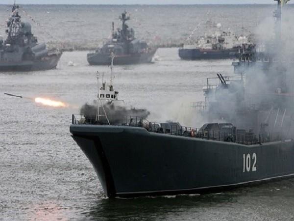 Tàu tuần dương Kaliningrad của Nga tham gia một cuộc diễn tập tại Biển Đen