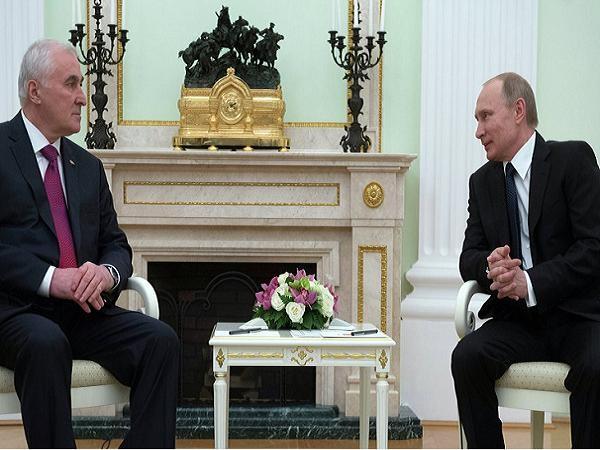 Tổng thống Nga Vladimir Putin và Tổng thống Nam Ossetia Leonid Tibilov tại Moscow