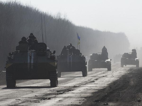 Xe bọc thép của quân đội Ukraine triển khai tới miền đông