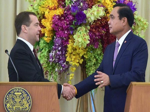 Thủ tướng Nga tuyên bố sẵn sàng đổi vũ khí lấy nông sản Thái Lan ảnh 1