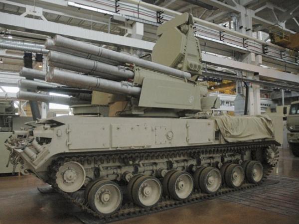 Hệ thống tên lửa Pantsir lắp đặt trên khung gầm bánh xích GMZ-352M1E