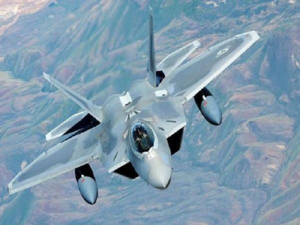 """Kéo dài tuổi thọ của tiêm kích F-22 Raptor """"chim ăn thịt"""" ảnh 1"""